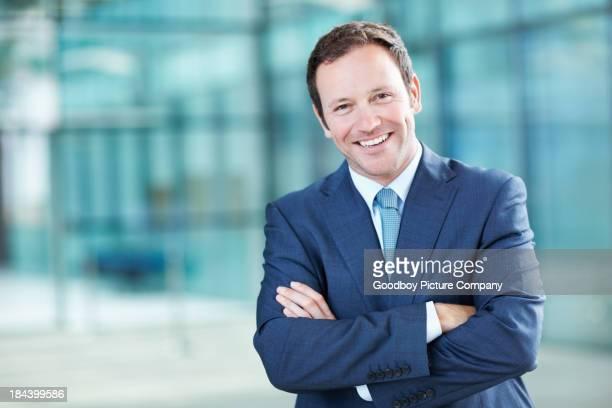 Executive, lächelt selbstbewusst