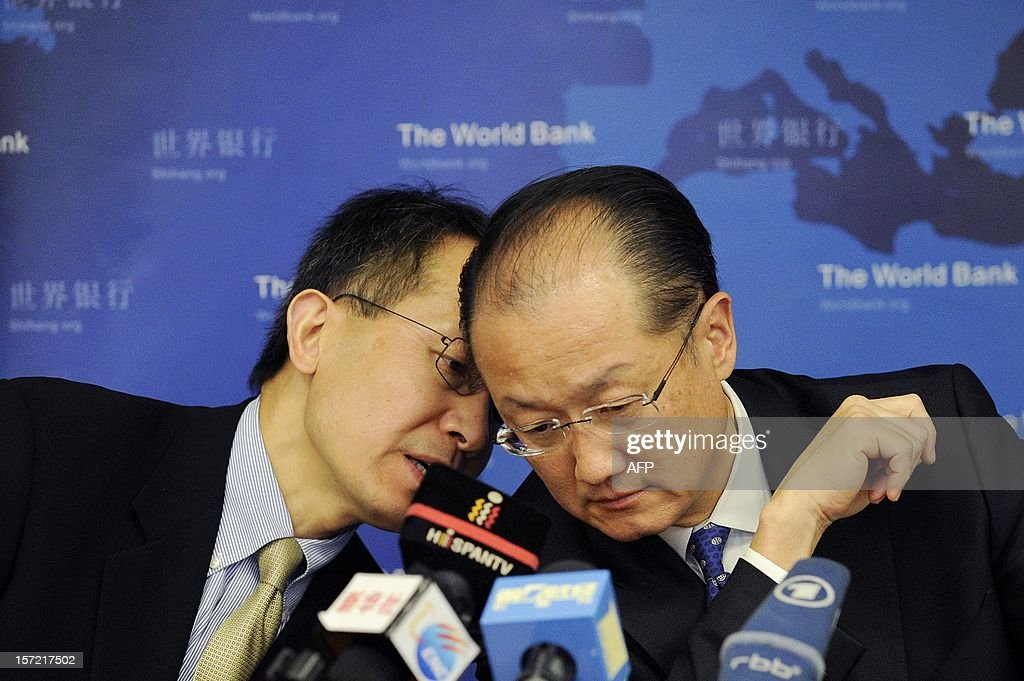 Executive Vice President and CEO of IFC, Jin Yong Cai (L) talks with World Bank Group President Jim Yong (R) during a press conference in Beijing on November 30, 2012. The World Bank is to launch a joint study with Beijing on urbanisation in China, one of the great human migrations of modern times, it said on November 30.