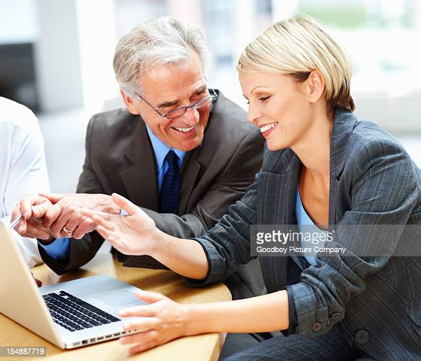 Geschäftsleute diskutieren Vorschlag