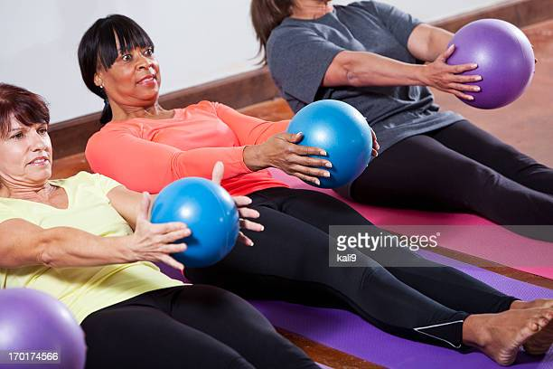 Ballon yoga photos et images de collection getty images for Housse ballon yoga