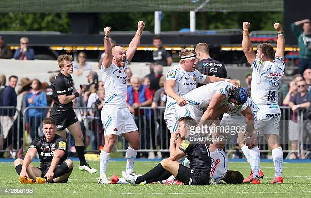Exeter Chiefs celebrate their victory during the Aviva Premiership match between Saracens and Exeter Chiefs at Allianz Park on May 10 2015 in Barnet...