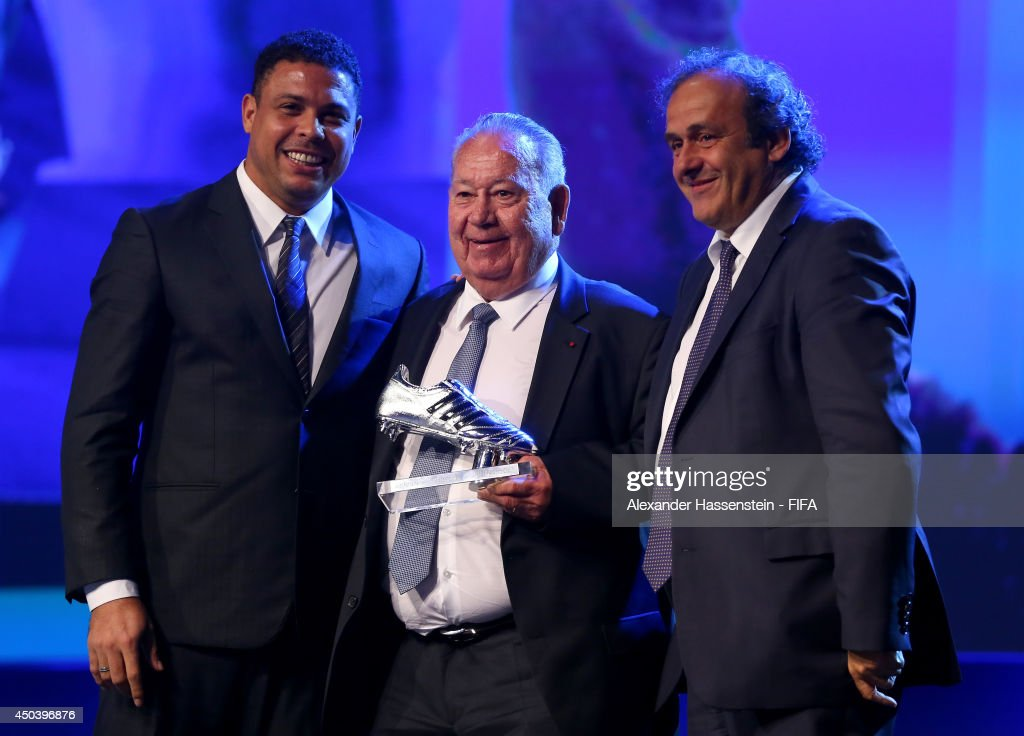 Ex-France international footballer <a gi-track='captionPersonalityLinkClicked' href=/galleries/search?phrase=Just+Fontaine&family=editorial&specificpeople=763885 ng-click='$event.stopPropagation()'>Just Fontaine</a> (C) receives the Adidas Platinum Boot award from ex-Brazil international footballer Ronaldo (L) and UEFA President <a gi-track='captionPersonalityLinkClicked' href=/galleries/search?phrase=Michel+Platini&family=editorial&specificpeople=206862 ng-click='$event.stopPropagation()'>Michel Platini</a> during the Opening Ceremony of the 64th FIFA Congress at the Transamerica Expo Center on June 10, 2014 in Sao Paulo, Brazil.