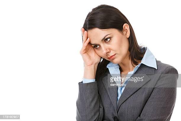 Épuisé Femme d'affaires tenant sa tête