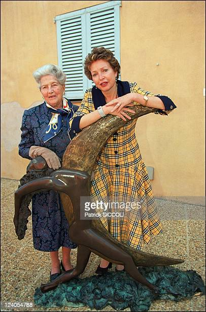 Exhibition of 'les enfants de la vie' In France On October 19 1997 Isabelle of Orleans countess of Paris and her daughter Diane of France