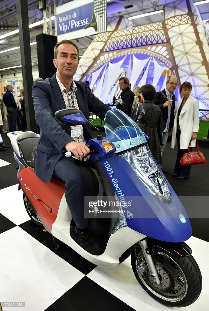 Exhibitor Vincent Delalaing presents Eccity, an electric scooter of his invention at a stand of the 'Concours Lepine' (Lepine contest) at Paris' fair, on May 4, 2016 in Paris. The Lepine contest, a competition for inventors in the world, was launched in 1901 by Louis Lepine, the city's police chief and has chalked up some notable successes, such as the world's first artificial heart in 1937. / AFP / ERIC