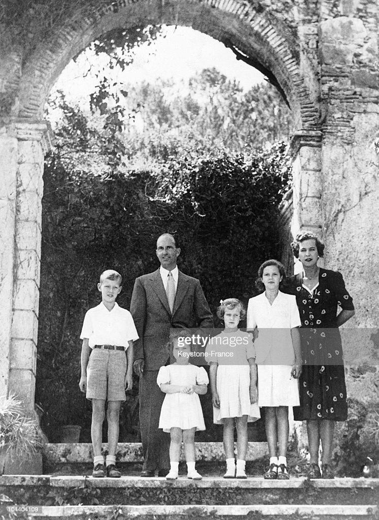 Exiled former King UMBERTO II and his family seen at their home, the Bella Vista, near Cintra, Portugal. From left to right : VITTORIO-EMANUELE, former king UMBERTO II, MARIA-BEATRICE, MARIA-GABRIELLA, MARIA-PIA and MARIE-JOSE of Belgium. UMBERTO II's reign was very short (about 30 days) because of the advent of the Italian Republic in June 1946.