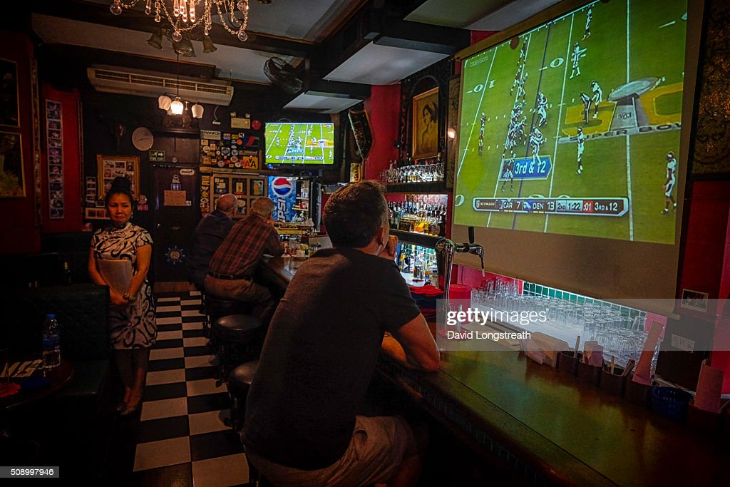 Ex-patriots and others gather to watch Superbowl 50. The Denver Broncos defeated the Carolina Panthers 16-10 to win the football championship. The game was played in San Francisco and championship has been a part of American history since 1967.