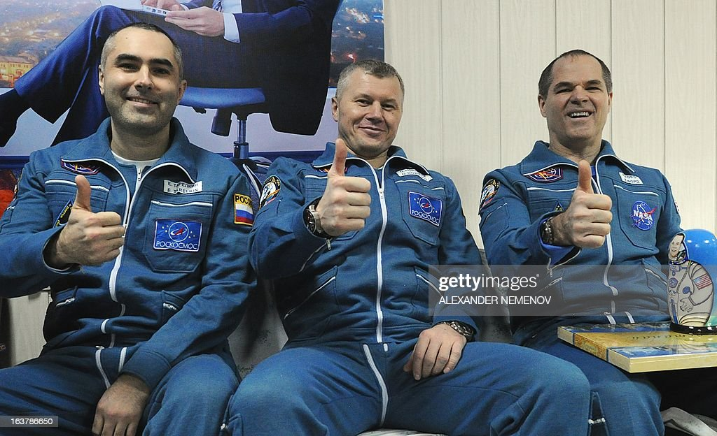 Expedition 34 Commander Kevin Ford of NASA (R), Russian Soyuz Commander Oleg Novitskiy (C) and Russian Flight Engineer Evgeny Tarelkin (L) pose for a photo at the airport of Kostanay after their landing in northern Kazakhstan, on March 16, 2013, The three astronauts returned safely to Earth from the International Space Station early today, aboard a Russian capsule which landed on the freezing Kazakhstan steppe, mission control said. AFP PHOTO / POOL / ALEXANDER NEMENOV