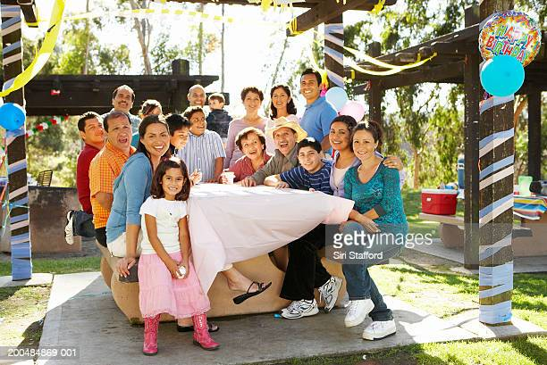 Erweiterte Familie mit party im park