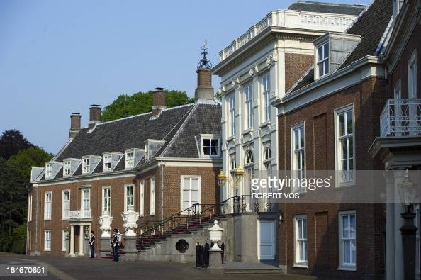 Exterior view dated 29 april 2011 of royal palace huis ten for Huis ten bosch hague
