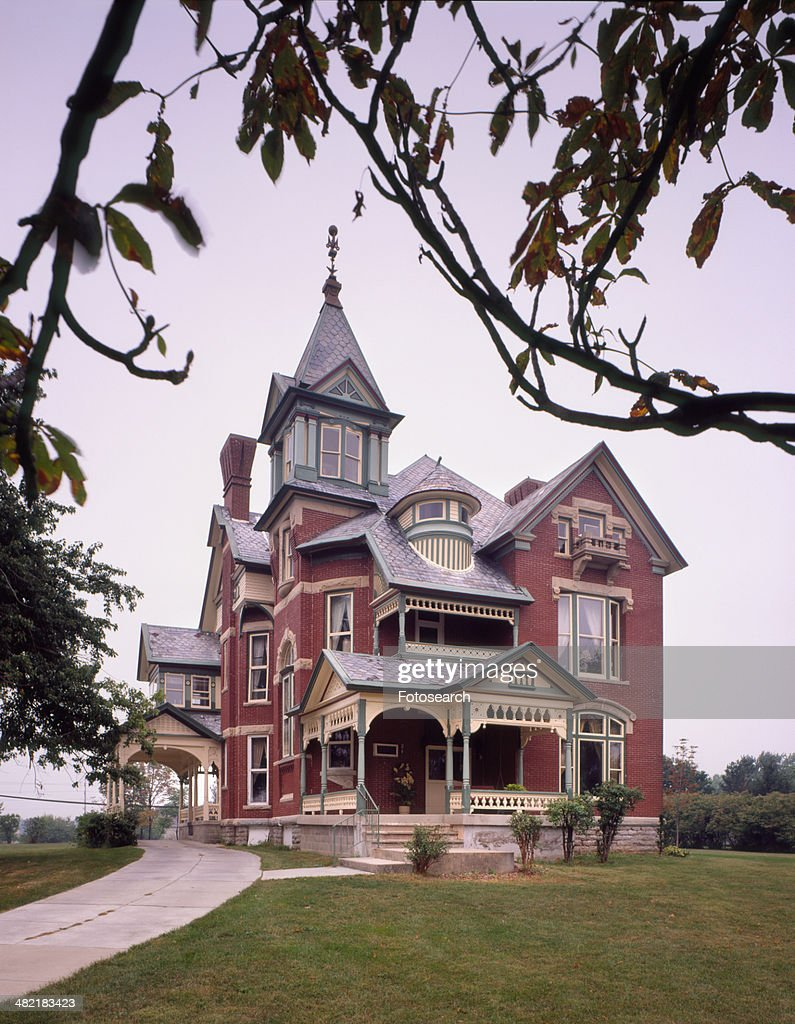 Exterior view southern brick queen anne victorian home for Queen anne victorian homes