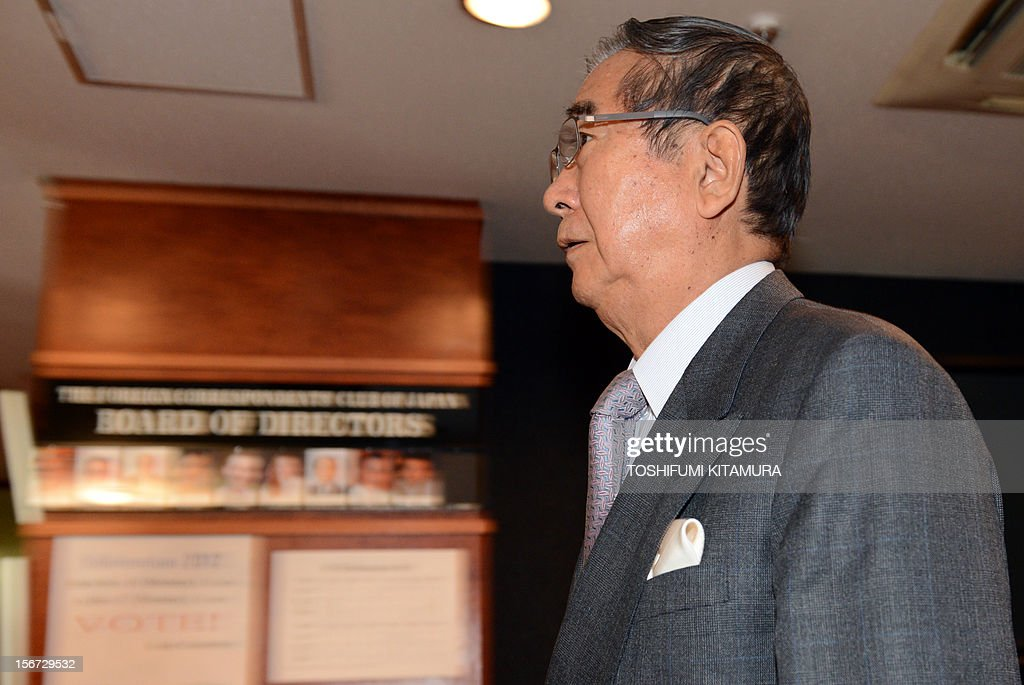 Ex-Tokyo governor Shintaro Ishihara enters the room for his FCC professional luncheon in Tokyo on November 20, 2012. Controversial ex-Tokyo governor Shintaro Ishihara addressed foreign media after joining forces with Osaka mayor Toru Hashimoto to forge a 'third force' ahead of snap general elections.