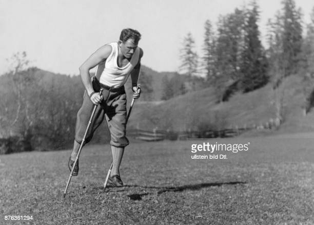 Extreme climber mountain guide skier Germany Emil Solleder presents dry run for the skiing Vintage property of ullstein bild