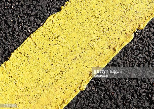 Extreme Nahaufnahme auf gelbem Straßenmarkierung