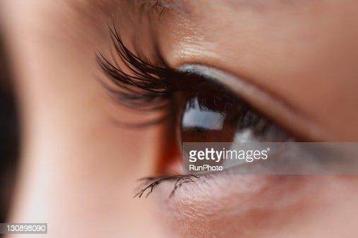 eyeh of young woman,close-up : Bildbanksbilder