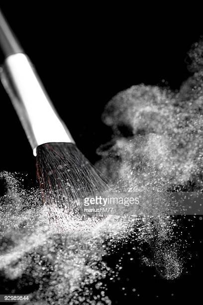 Fard à paupières et Pinceau à maquillage