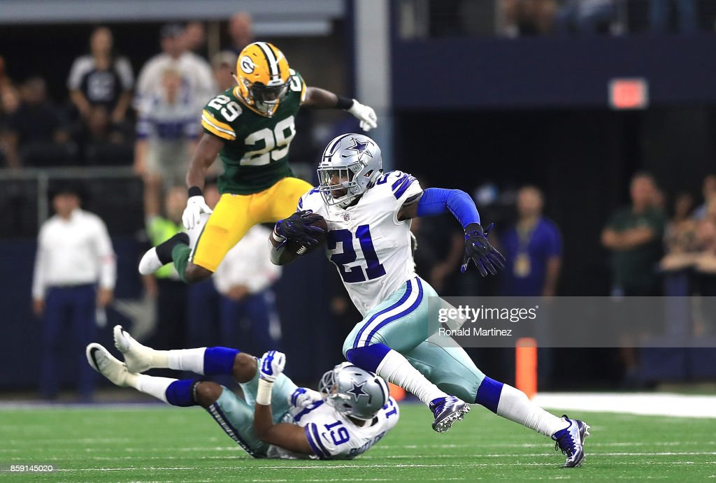 Ezekiel Elliott #21 of the Dallas Cowboys runs the ball in the fourth quarter against the Green Bay Packers at AT&T Stadium on October 8, 2017 in Arlington, Texas.