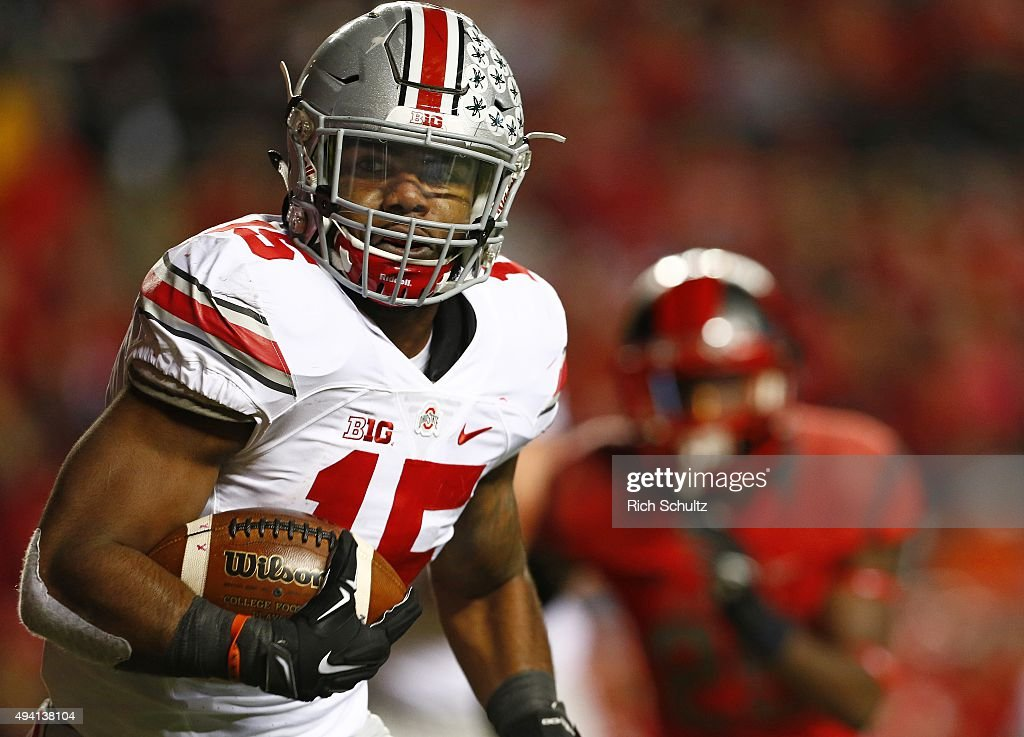 Ezekiel Elliott #15 of the Ohio State Buckeyes runs for a first down against the Rutgers Scarlet Knights during the second quarter at High Point Solutions Stadium on October 24, 2015 in Piscataway, New Jersey. Ohio State defeated Rutgers 49-7.
