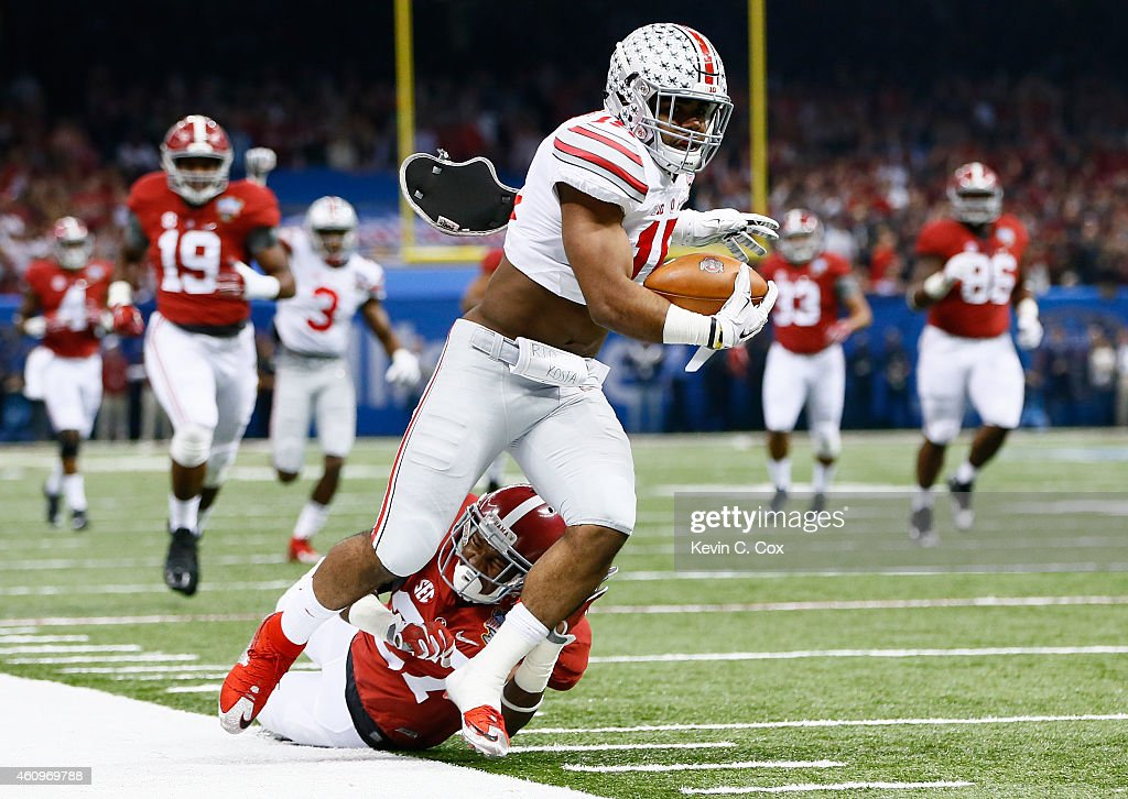 Ezekiel Elliott of the Ohio State Buckeyes runs the ball against the Alabama Crimson Tide during the All State Sugar Bowl at the MercedesBenz...