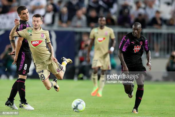 Ezekiel Henty of Videoton in action during the UEFA Europa League qualifying match between Bordeaux and Videoton at Stade Matmut Atlantique on July...