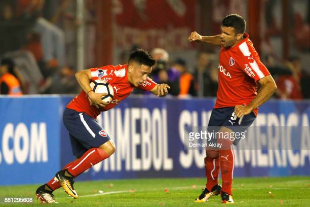Ezequiel Barco of Independiente celebrates with teammate Emmanuel Gigliotti after scoring the first goal of his team during a second leg match...