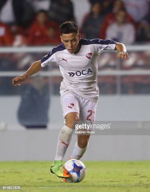 Ezequiel Barco of Independiente drives the ball during a match between Independiente and Estudiantes as part of Torneo Primera Division 2016/17 at...