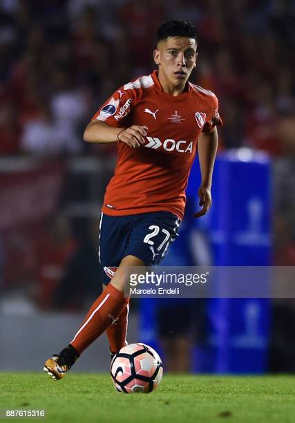 Ezequiel Barco of Independiente drives the ball during the first leg of the Copa Sudamericana 2017 final between Independiente and Flamengo at...