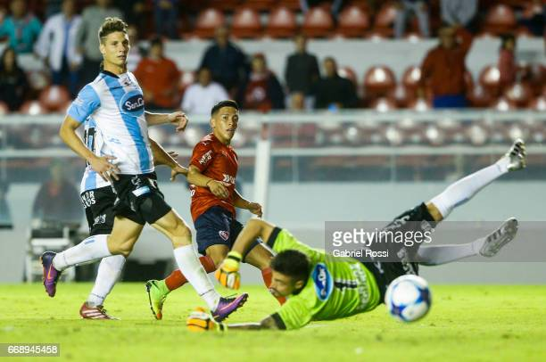 Ezequiel Barco of Independiente fails a chance to score during a match between Independiente and Atletico de Rafaela as part of Torneo Primera...