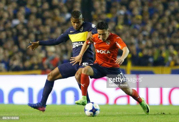 Ezequiel Barco of Independiente fights for the ball with Wilmar Barrios of Boca Juniors during a match between Boca Juniors and Independiente as part...