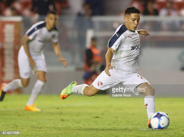 Ezequiel Barco of Independiente takes a penalty kick during a match between Independiente and Estudiantes as part of Torneo Primera Division 2016/17...