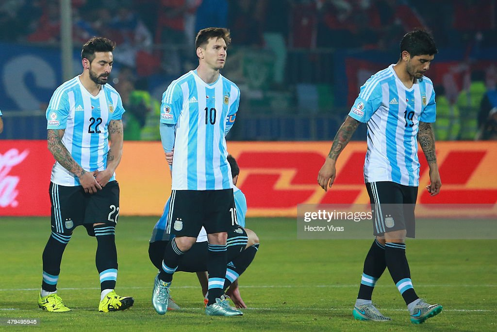 Ezequiel Lavezzi Lionel Messi and Ever Banega of Argentina look dejected after the 2015 Copa America Chile Final match between Chile and Argentina at...