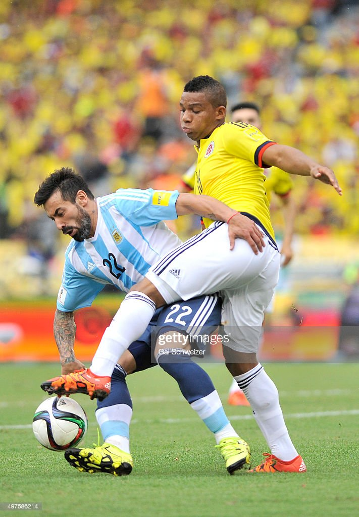 Ezequiel Lavezzi (L) of Argentina struggles for the ball with Frank Fabra (R) of Colombia during a match between Colombia and Argentina as part of FIFA 2018 World Cup Qualifiers at Metropolitano Stadium on November 17, 2015 in Barranquilla, Colombia.