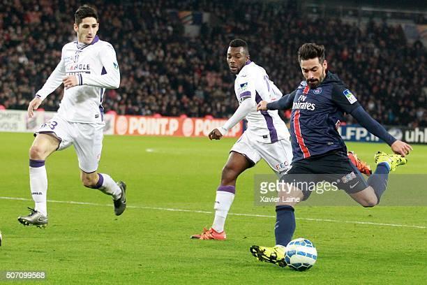Ezequiel Lavezzi of Paris SaintGermain during the French League Cup semifinal between Paris SaintGermain and Toulouse FC at Parc Des Princes on...