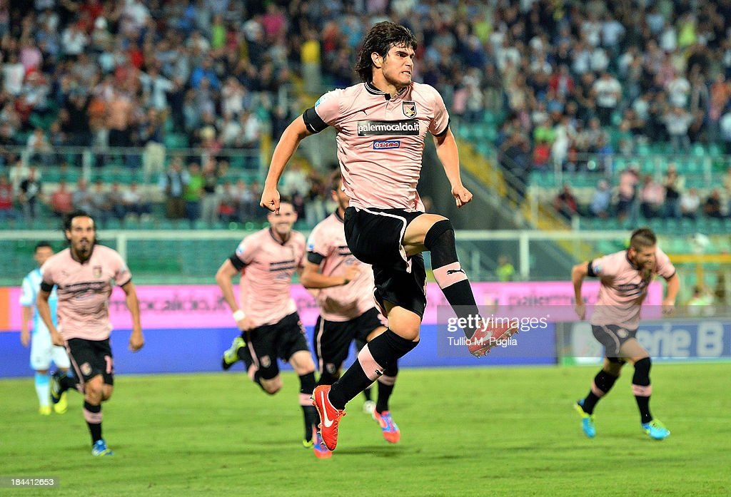 Ezequiel Munoz of Palermo celebrates after scoring the opening goal during the Serie B match between US Citta di Palermo and Pescara at Stadio Renzo...