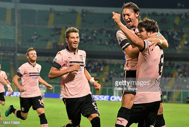 Ezequiel Munoz of Palermo celebrates with team mates after scoring the opening goal during the Serie B match between US Citta di Palermo and Pescara...