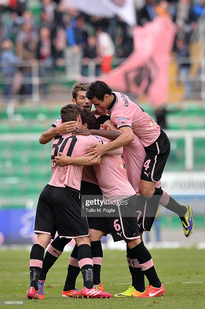 Ezequiel Munoz of Palermo celebrates with teammates after scoring his team's second goal during the Serie B match between US Citta di Palermo and AS...