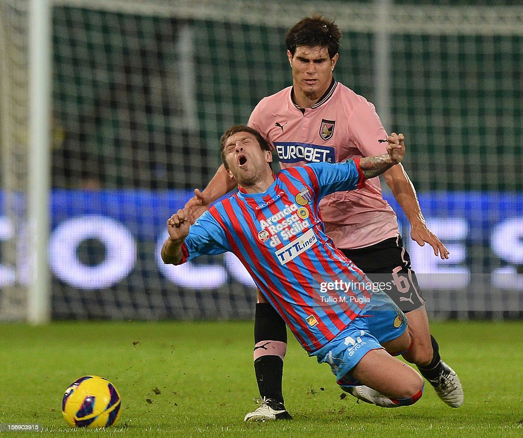 Ezequiel Munoz of Palermo challenges Alejandro Gomez of Catania during the Serie A match between US Citta di Palermo and Calcio Catania at Stadio Renzo Barbera on November 24, 2012 in Palermo, Italy.
