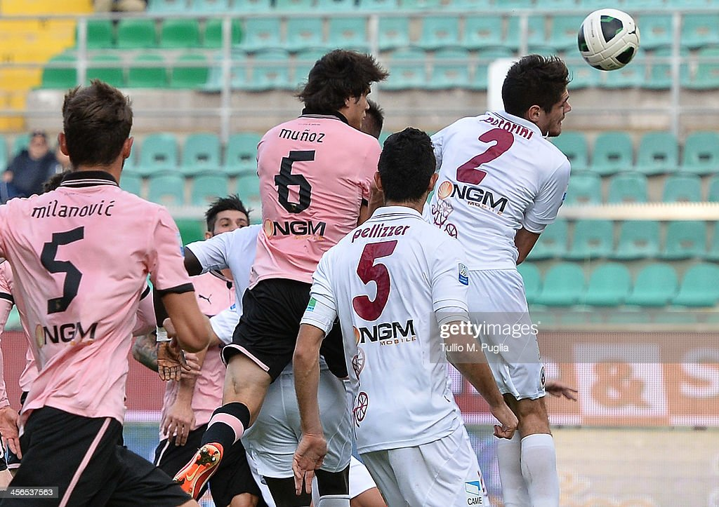 Ezequiel Munoz of Palermo scores the opening goal during the Serie B match between US Citta di Palermo and AS Cittadella at Stadio Renzo Barbera on...