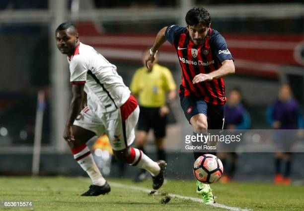 Ezequiel Osvaldo Cerutti of San Lorenzo drives the ball during a group stage match between San Lorenzo and Atletico Paranaense as part of Copa...