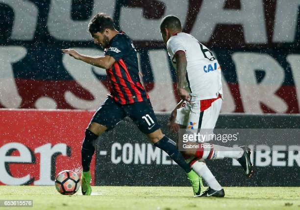 Ezequiel Osvaldo Cerutti of San Lorenzo fights for the ball with Sidcley of Atletico Paranaense during a group stage match between San Lorenzo and...