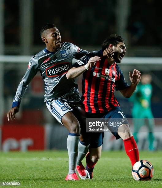 Ezequiel Osvaldo Cerutti of San Lorenzo fights for the ball with Eduar Ayrton Preciado of Emelec during a second leg match between San Lorenzo and...