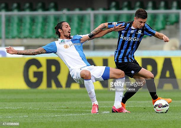 Ezequiel Schelotto of AC Chievo Verona competes for the ball with Daniele Baselli of Atalanta BCduring the Serie A match between AC Chievo Verona and...