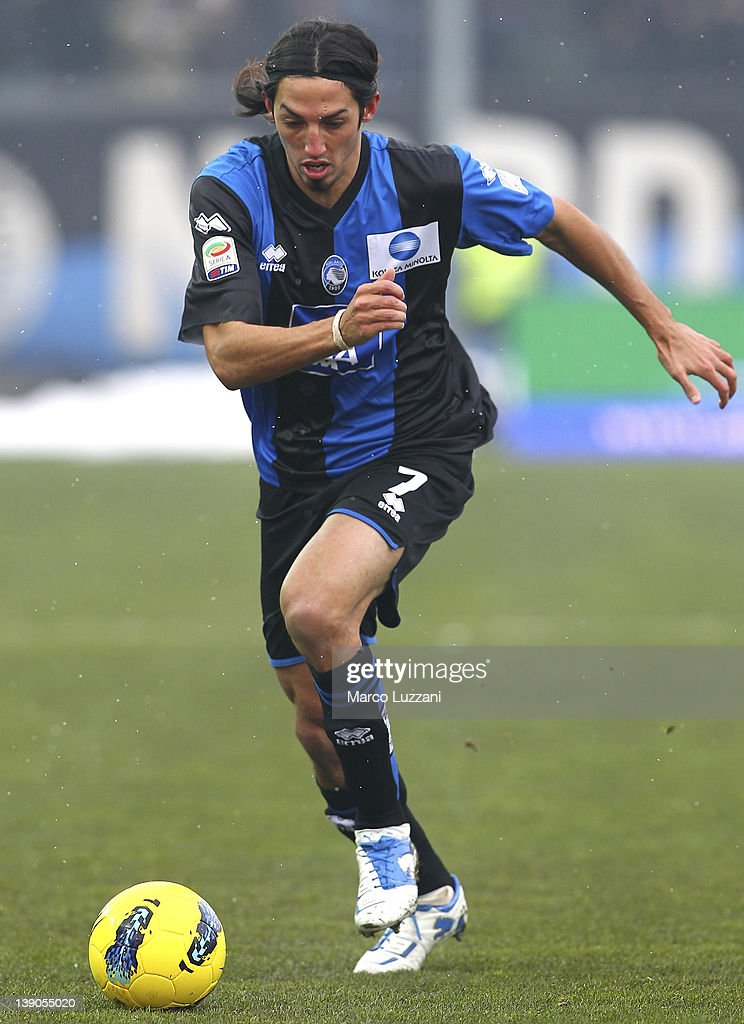 Ezequiel Schelotto of Atalanta BC in action during the Serie A match between Atalanta BC and US Lecce at Stadio Atleti Azzurri d'Italia on February 12, 2012 in Bergamo, Italy.