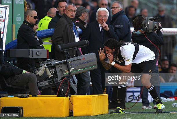 Ezequiel Schelotto of Parma FC celebrates his goal during the Serie A match between Parma FC and Hellas Verona FC at Stadio Ennio Tardini on March 9...