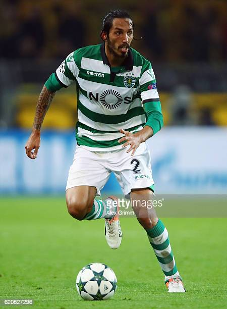 Ezequiel Schelotto of Sporting controles the ball during the UEFA Champions League Group F match between Borussia Dortmund and Sporting Clube de...