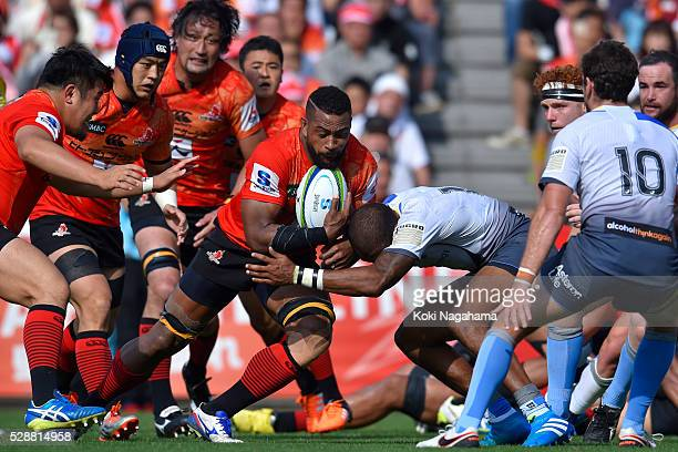 Faatiga Lemalu of Sunwolves in action during the round 11 Super Rugby match between the Sunwolves and the Force at Prince Chichibu Stadium on May 7...
