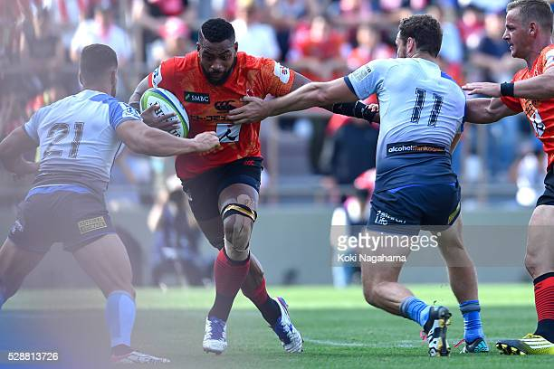 Faatiga Lemalu of Sunwolves runs with the ball during the round 11 Super Rugby match between the Sunwolves and the Force at Prince Chichibu Stadium...