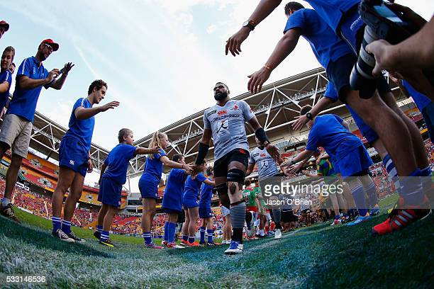 Faatiga Lemalu of the sunwolves runs on to the field during the round 13 Super Rugby match between the Reds and the Sunwolves at Suncorp Stadium on...