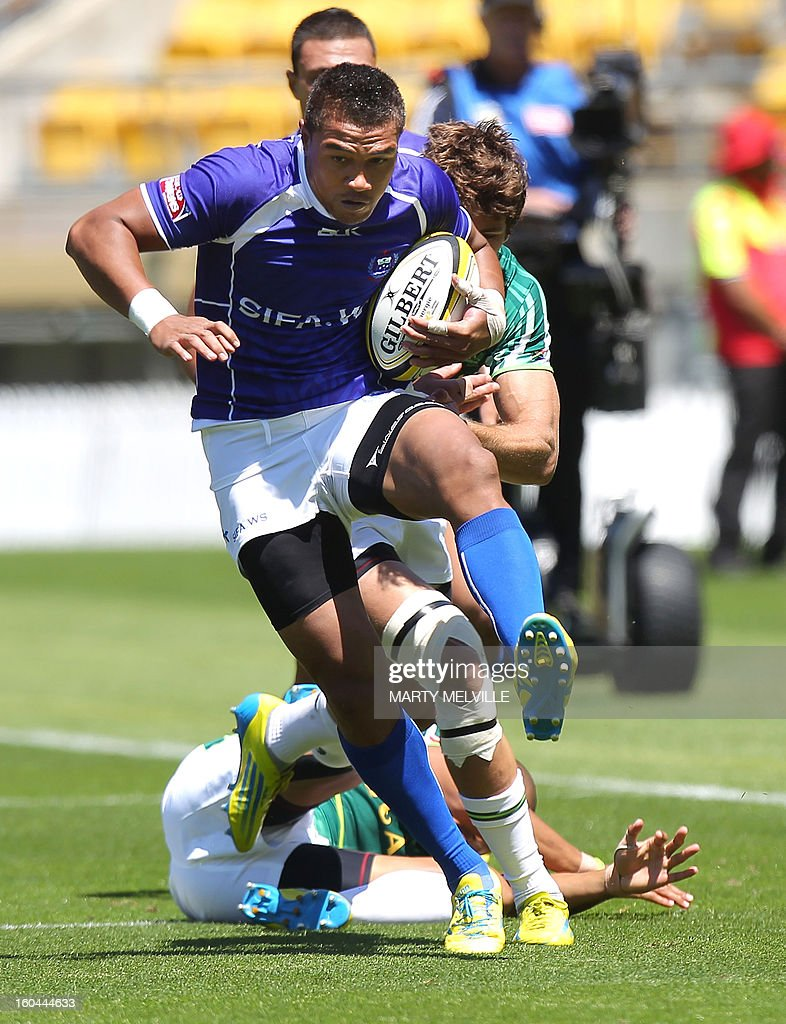 Faatoina Autagavaia of Samoa runs out of a tackle by Cornal Hendricks of South Africa during their pool C match at the fourth leg of the IRB Sevens World Series in Wellington on February 1, 2013. AFP PHOTO / Marty MELVILLE
