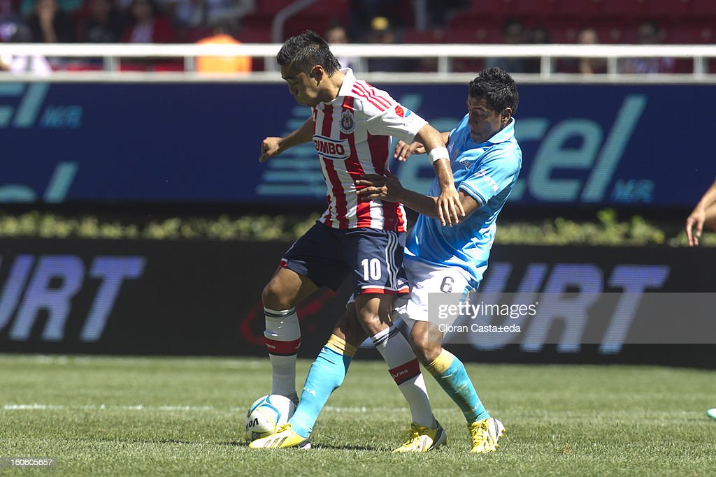 Fabian de la Mora of Chivas Guadalajara and Omar Alejandro Esparza of San Luis fight for the ball during a match of the Clausura Liga MX Round 5 in Omnilife Stadium on February 3, 2013 in Guadalajara, Mexico.